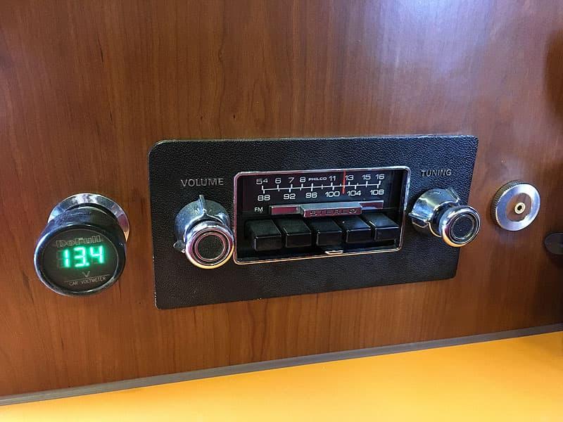 12-volt-outlet-radio