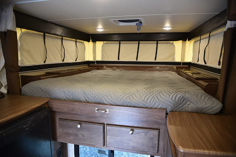 Palomino SS-550 North-South Queen bed