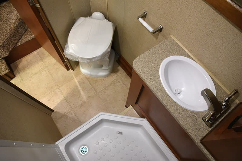 Arctic Fox 992 bathroom floor space