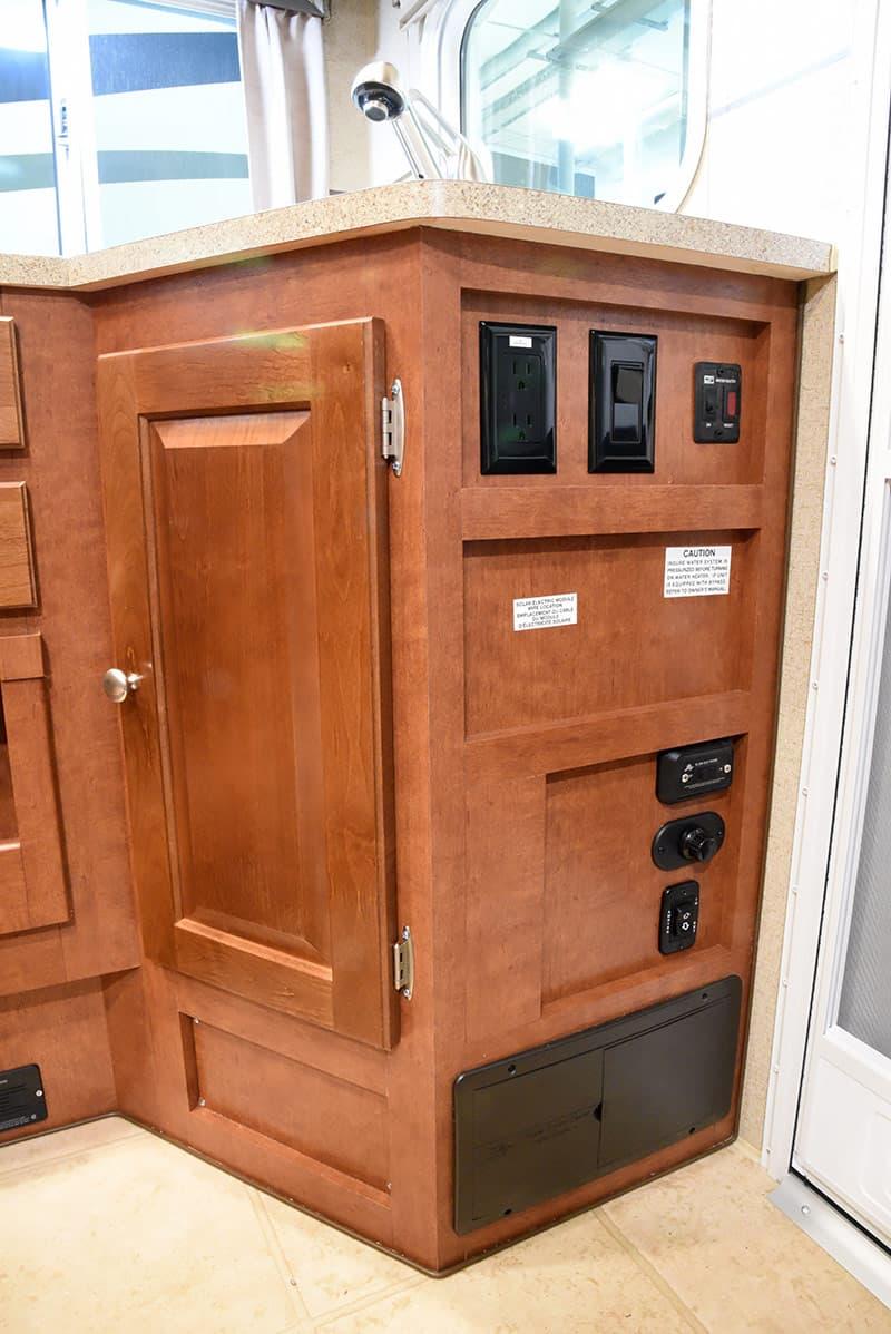 Arctic Fox 992 features inside door area