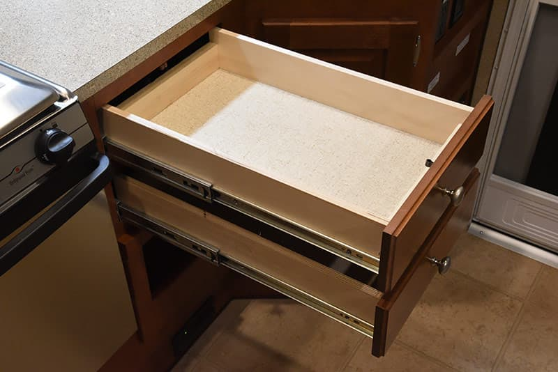Arctic Fox 992 kitchen drawers