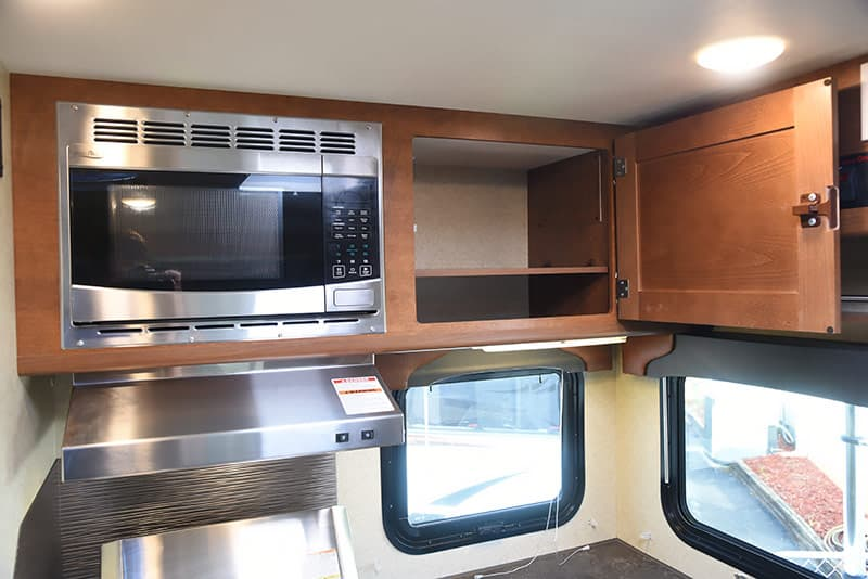 Upper cabinets and microwave in Lance 975