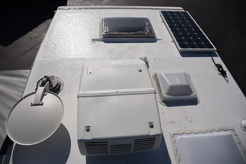 Lance 975 roof solar