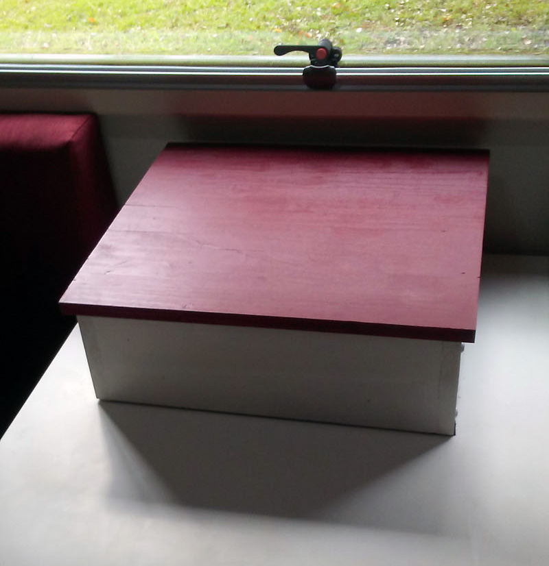 Dinette Storage Table Box For Dog To See Out Window