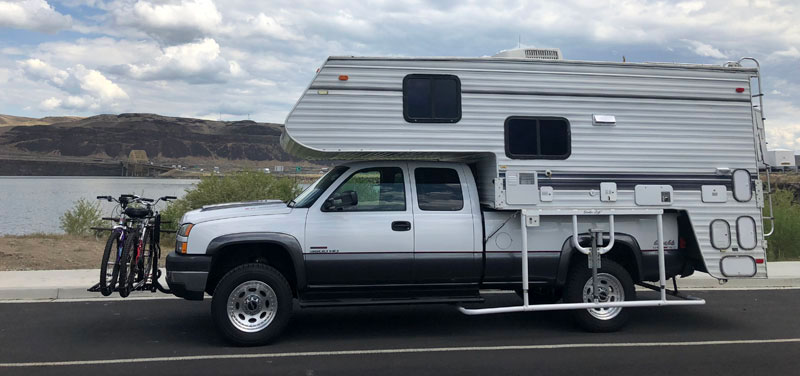 Weekender Camper With White Stable Lift System