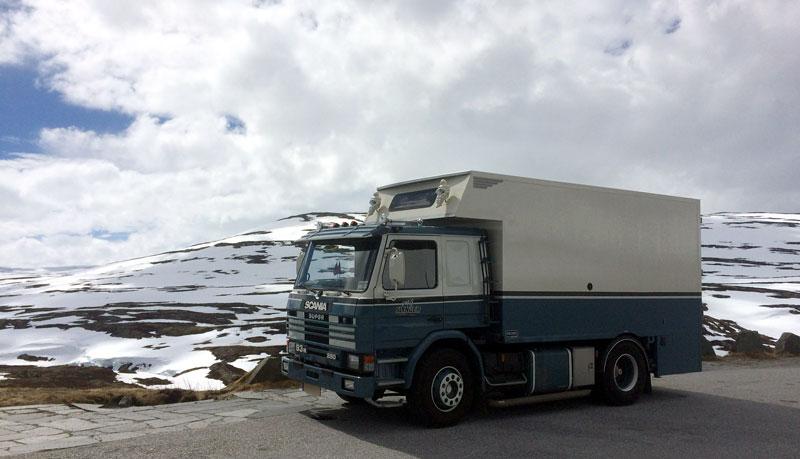 Snow Scania Camper