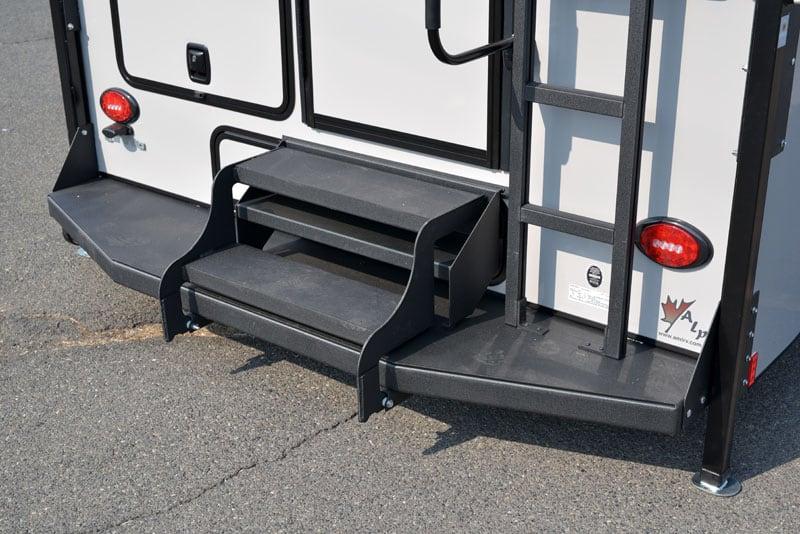 Adventurer 901SB Comfort Step Bumper Black