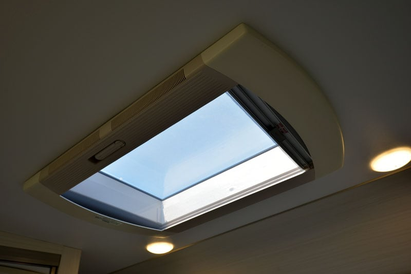 Hengs Skylight In Cabover
