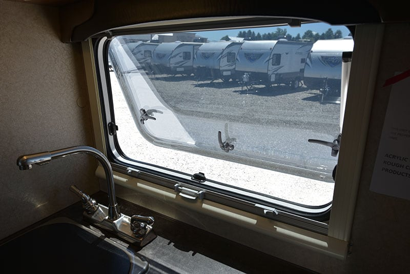Lance 650 Window Open