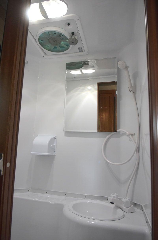 Northern Lite 811 EX Wet Bath sink and mirror