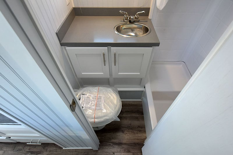 2019 Granite 11RL Dry Bath Toilet Sink Shower Floor