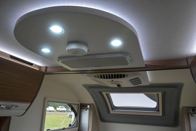 Cirrus 670 Interior Ceiling Lights and Speaker