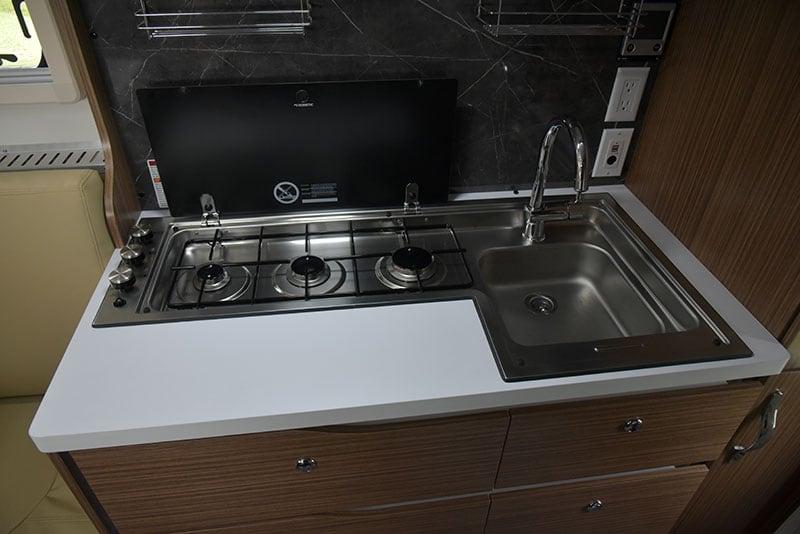 Cirrus 670 Interior Kitchen Countertop Open