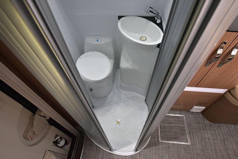 Cirrus 670 Wet Bath Floor Open