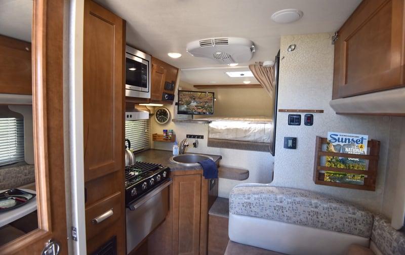 Lance 865 Interior 2019 Camper