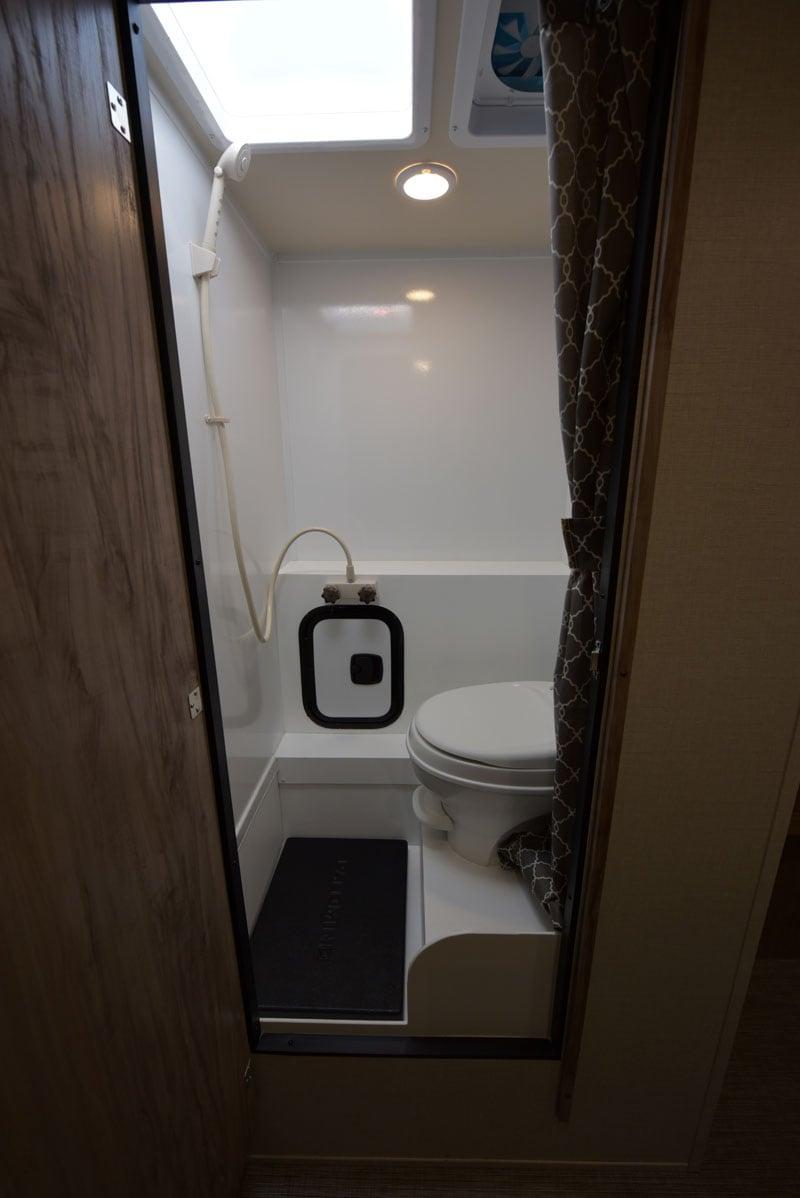 Palomino HS-750 Bathroom