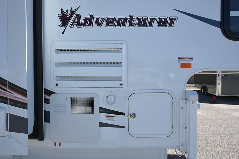 Adventurer 80GS Passenger Side Features