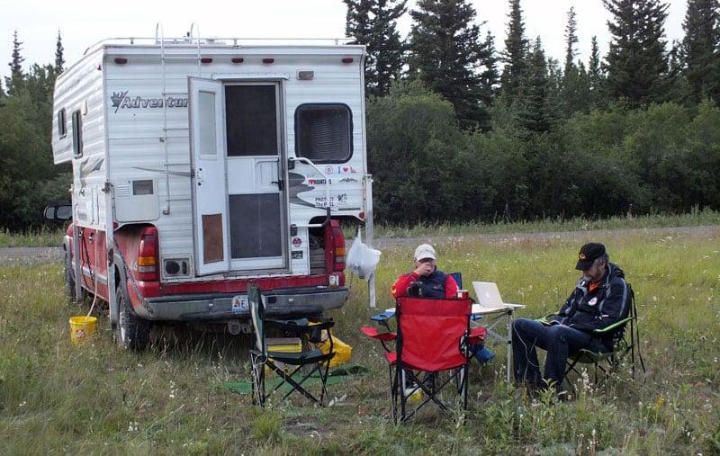 2005 Adventurer 80W Camping Scene