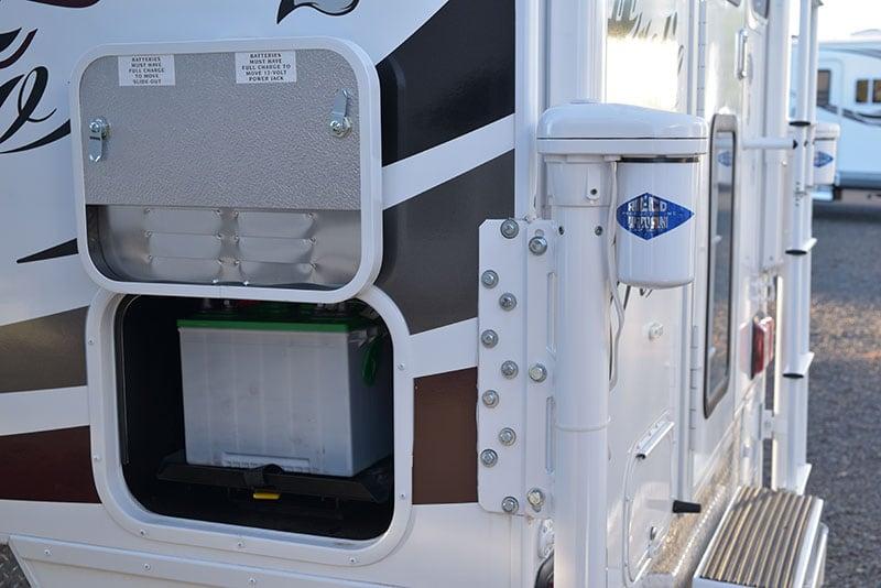 Arctic Fox 865 Battery Compartment And Rieco Titan Jacks