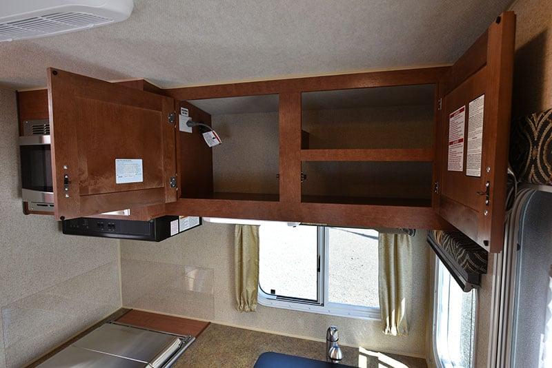 Arctic Fox 865 Kitchen Upper Cabinets