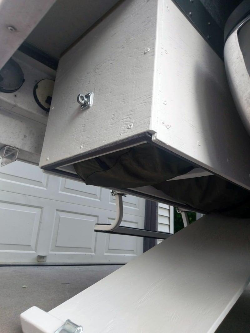 Overhang Cargo Box Item Retrieval