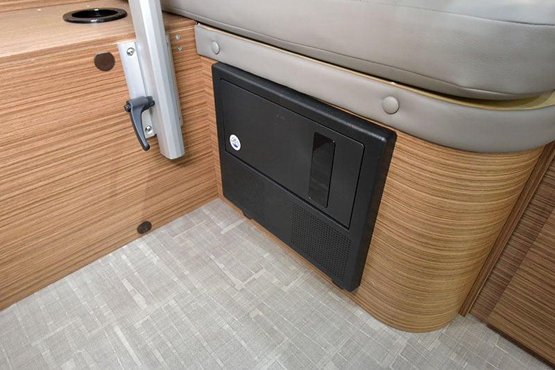 Cirrus 720 Dinette Fuse Panel