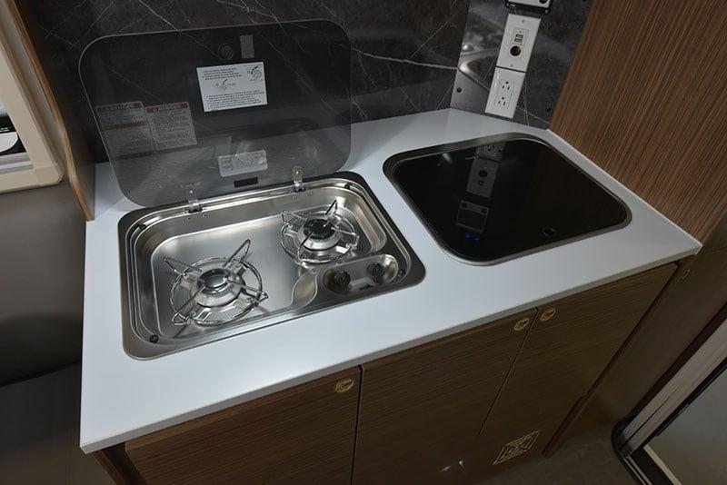 Cirrus 720 Kitchen Countertop Cooktop Open