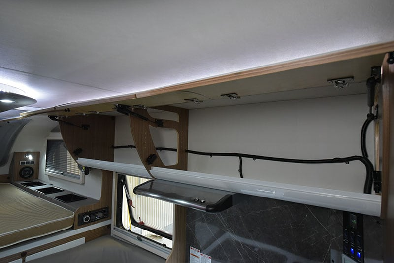 Cirrus 720 Upper Cabinet Passenger Side Open