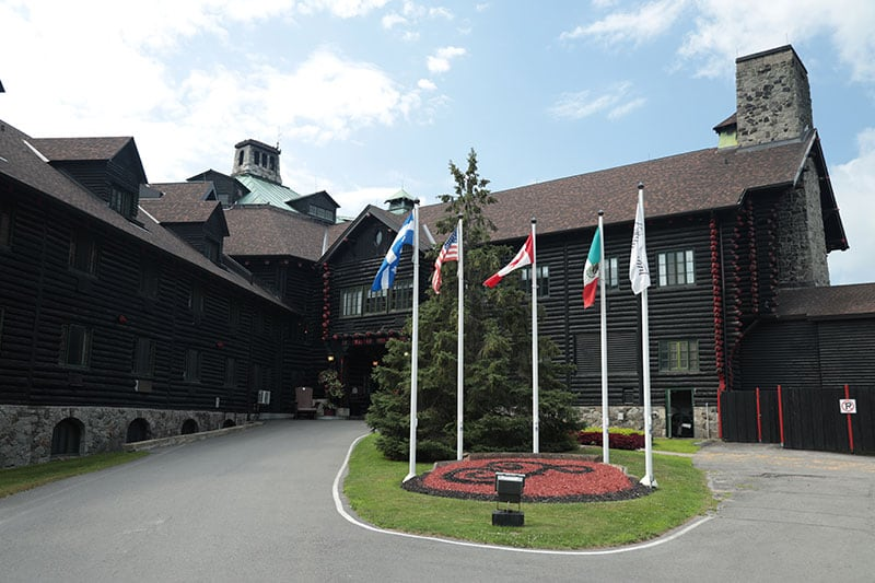 Quebec Log Cabin Chateau Exterior