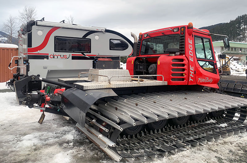 Snowcat demounted next to Cirrus 820