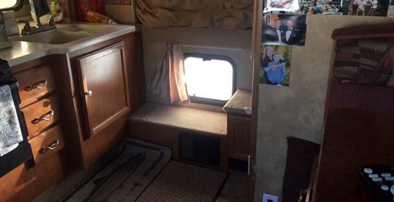 2012 Lance 992 Pass Through Window