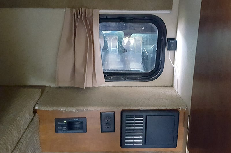 Lance 1172 Passthrough Window