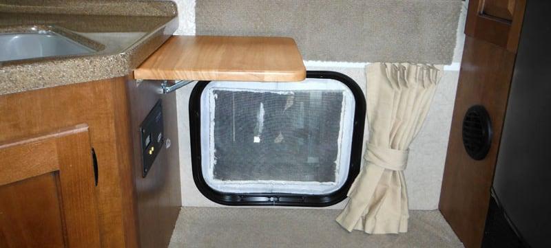 Lance 650 Pass Through Window