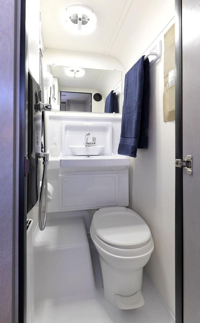 2021 Cirrus 820 Bath