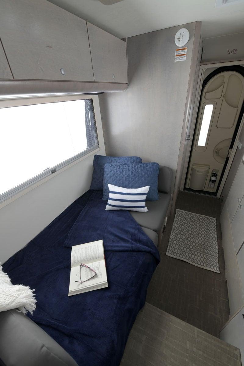 2021 Cirrus 820 Dinette Bed