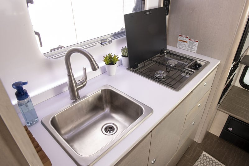 2021 Cirrus 820 Stove And Sink