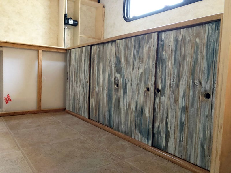 Simulate Old Painted Wood Cabinet Sliding Doors