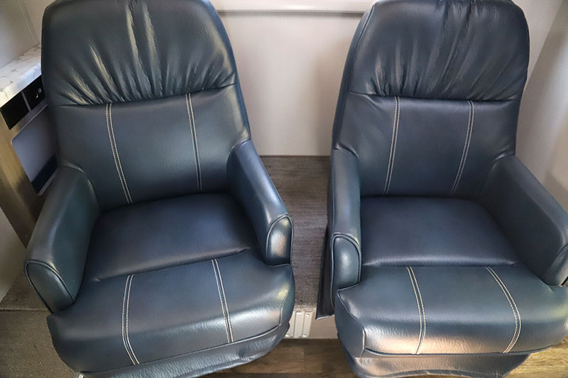 Lance 960 Dinette Chairs 1