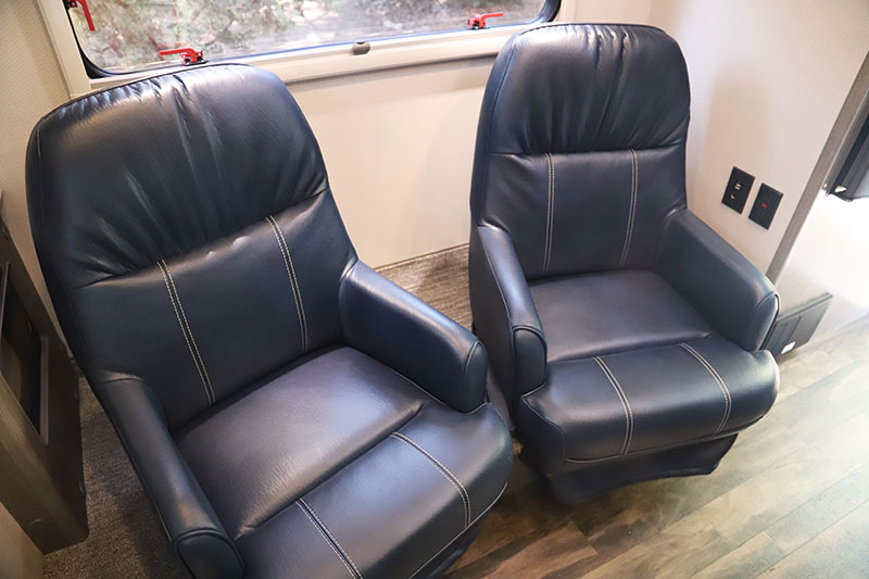 Lance 960 Dinette Chairs 2