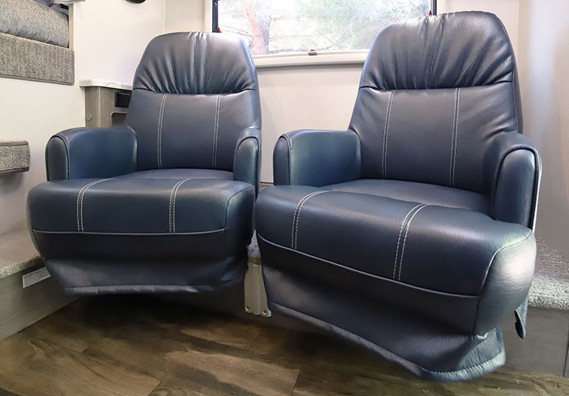 Lance 960 Dinette Chairs 3