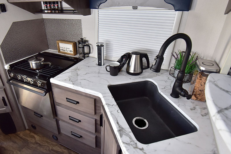Lance 960 Kitchen Wide 4