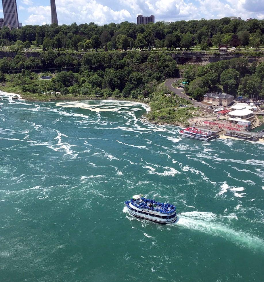 US-blue-in-boat-Canada-red-in-boat