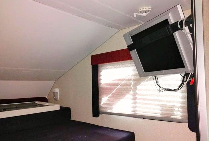 Alpenlite SUTC 1180 Cabover TV