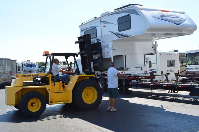 Lance Camper 855S Forklift