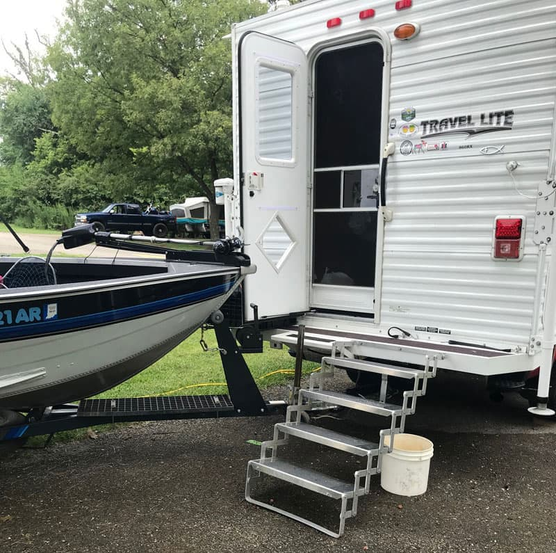 Offset Rear Step Towing Boat
