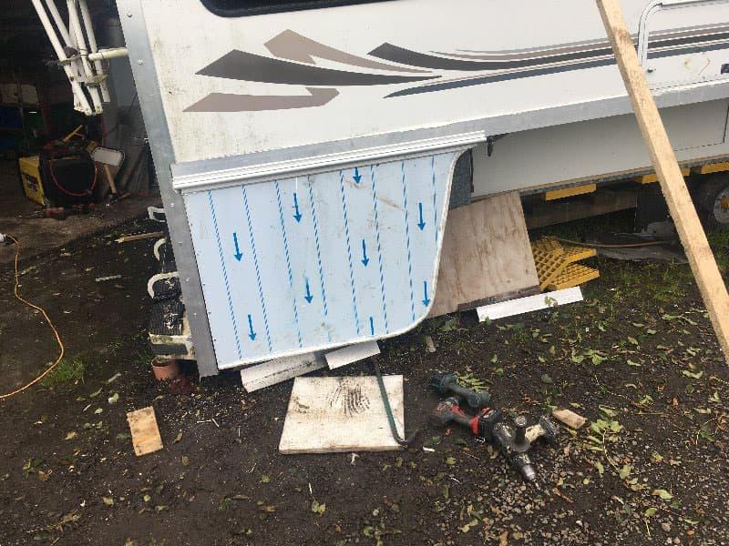 Gullwing Lockers new door