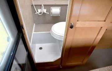 Adventurer-80RB-wet-Bathroom-Lower
