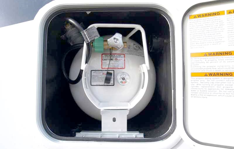 Adventurer 80S propane 20-pound horizontal tank