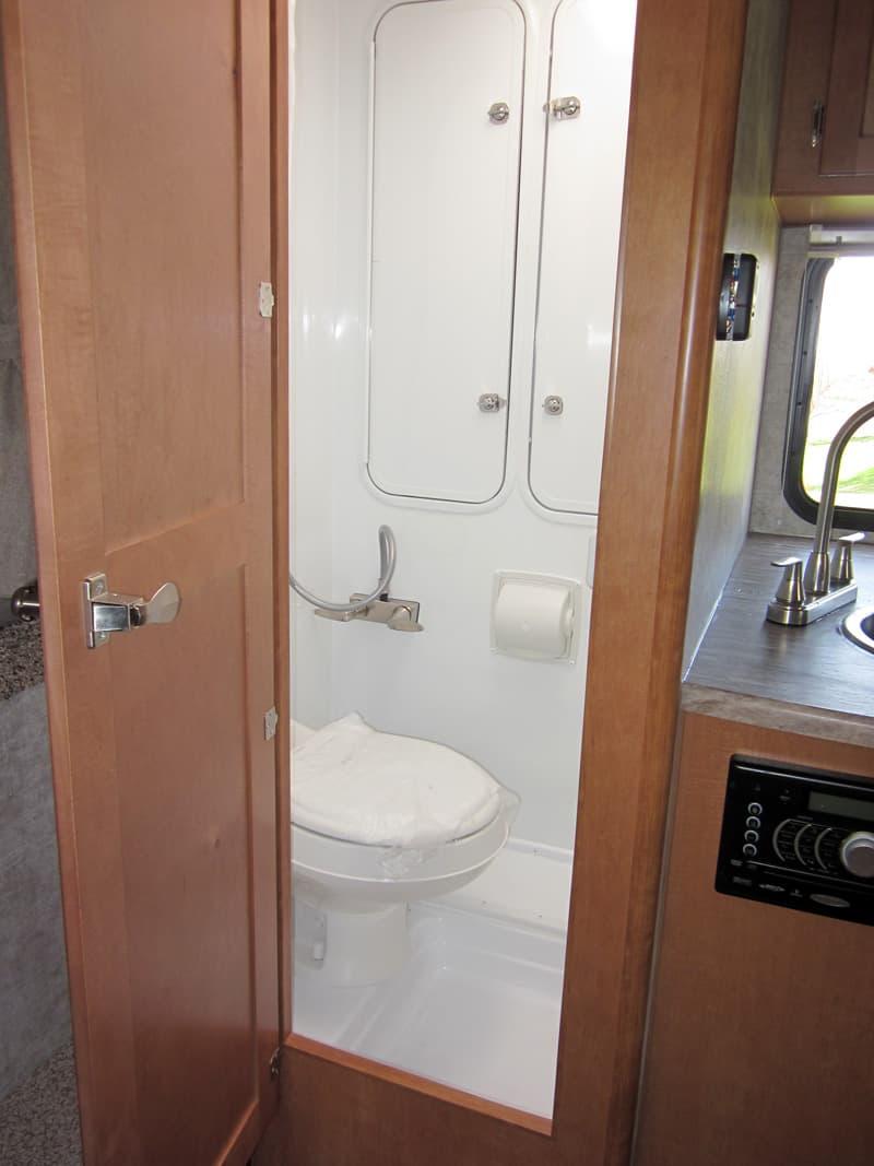Adventurer 80S wet bath camper
