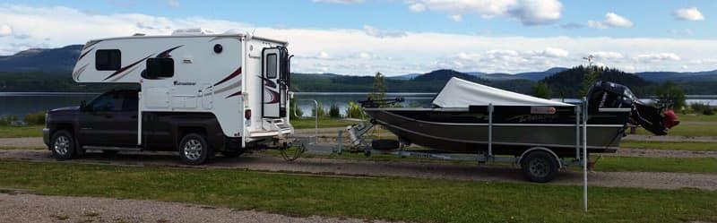 Adventurer 89RB Camper With Boat